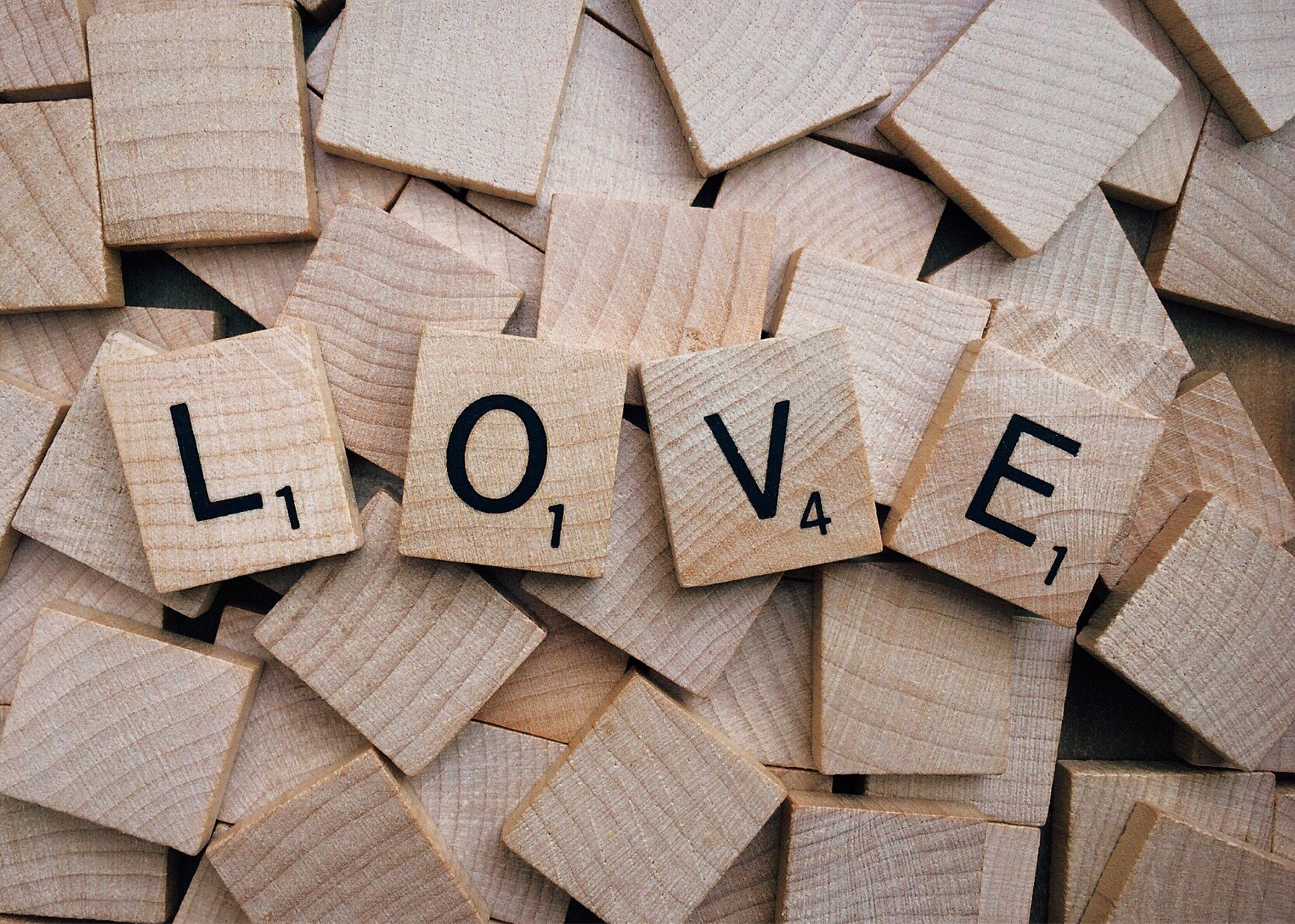 love-scrabble-text-wood-208099